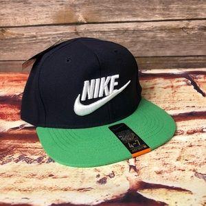 Nike SnapBack 4-7 years Navy & Green